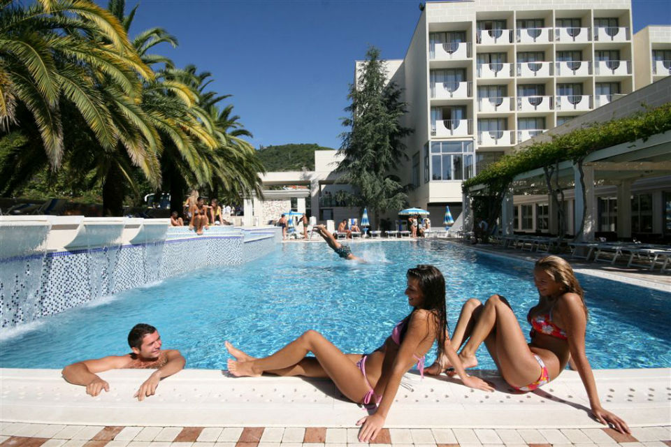 5 card montenegro hotels on the beach